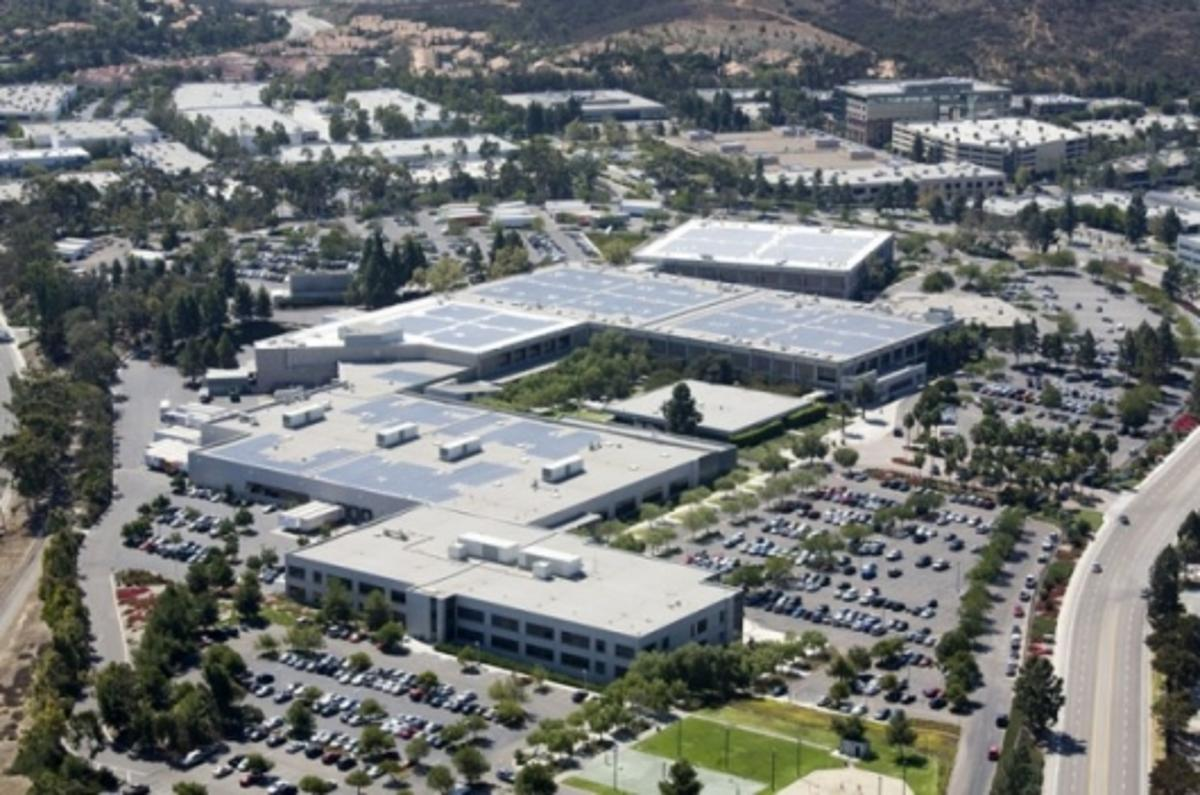 Solar panels atop HP's San Diego facility (Photo: Business Wire)