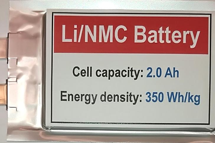 Scientists in the US have developed a novel lithium-metal battery that retains its functionality over 600 cycles