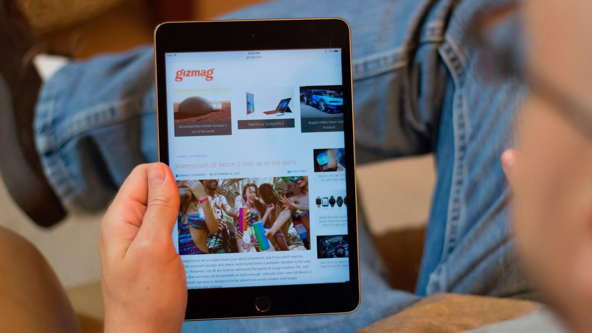 Gizmag takes an early look at the right iPad mini (at the wrong time?), the iPad mini 4
