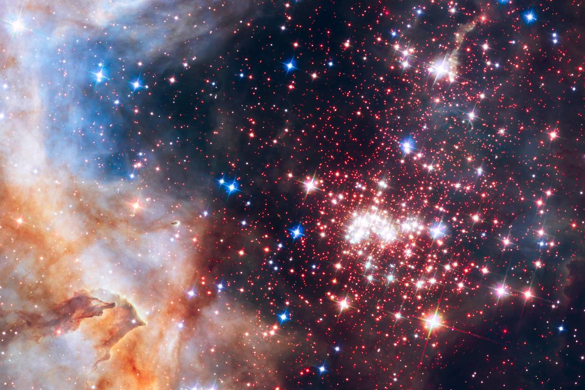 This sparkling cluster spans an impressive 13 light-years from end to end and is home to many thousands of stars