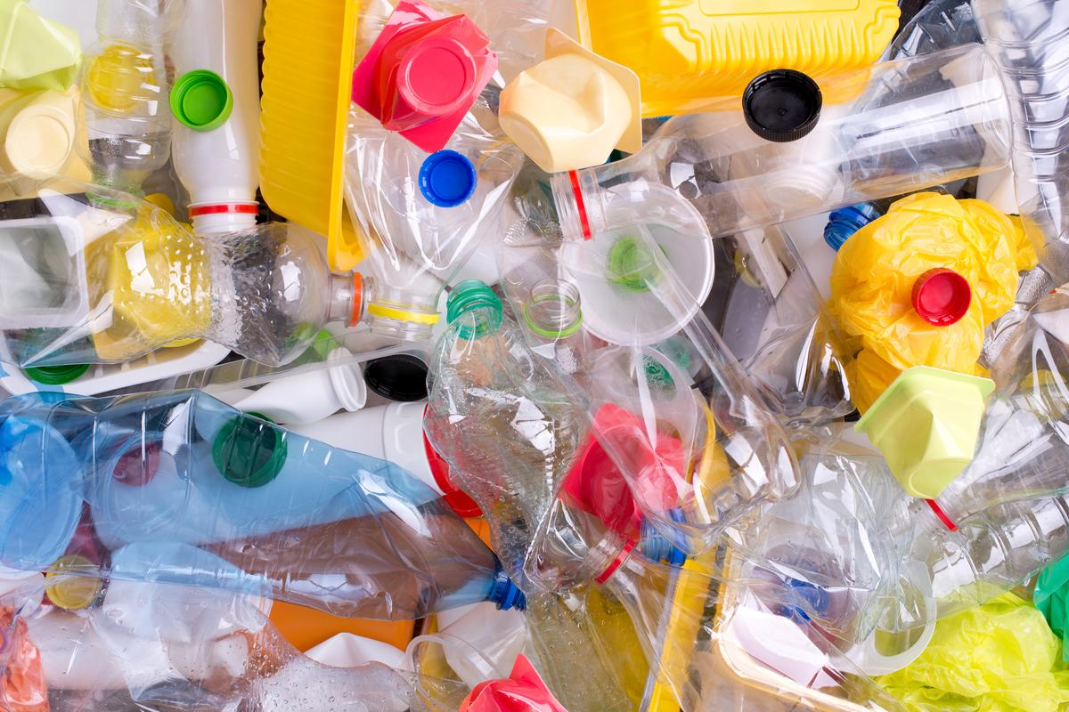 By measuring a plastic item's fluorescence half-life, it's possible to tell what kind of plastic it's made from (Photo: Shutterstock)