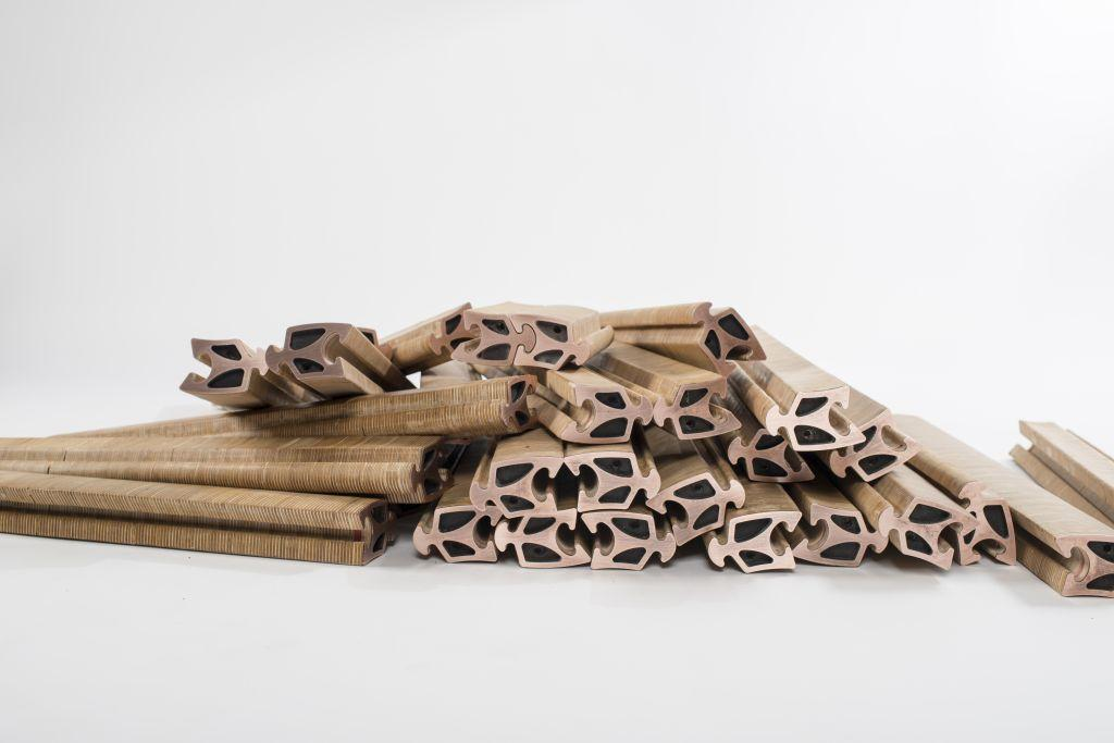 Spyndi locks together individual wooden elementsto form furniture