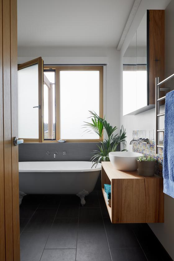 Owl Wood's bathroom with double glazed opening windows