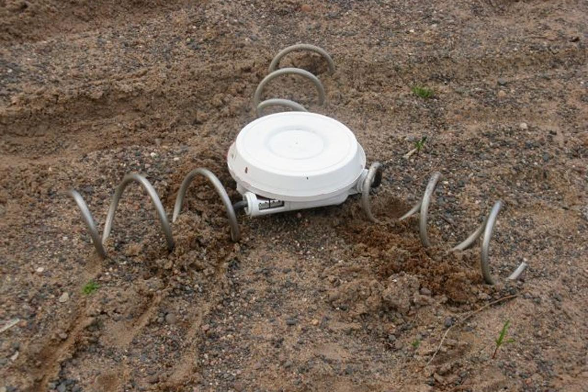 Engineer Tim Lexen has created a prototype ranger device that can move across rough terrain using an omnidirectional screw drive system (Photos: Tim Lexen)