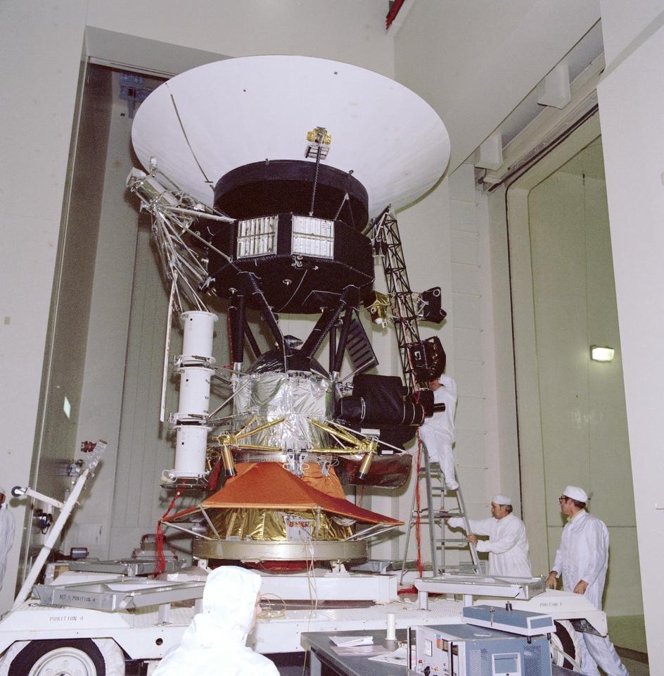 Engineers testing Voyager in 1976