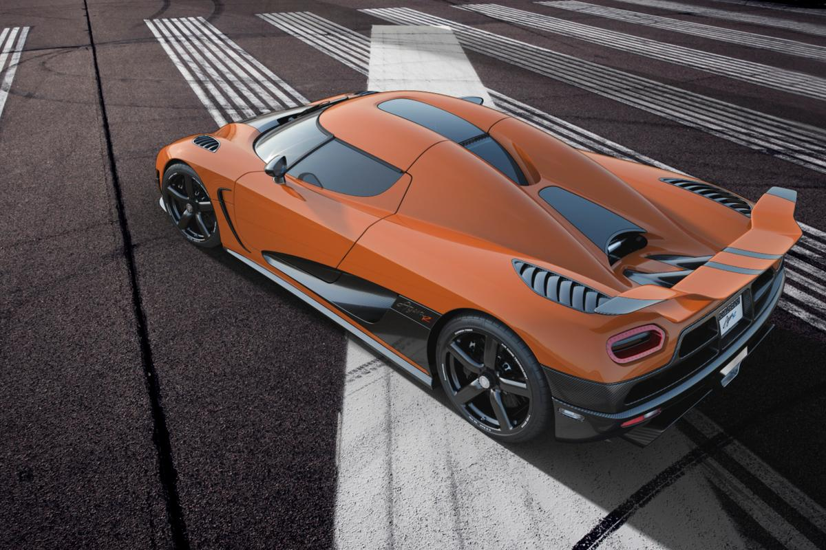 If the Agera R can achieve its claimed top speed, it will become the world's fastest production car, as the record is held by the Bugatti Veyron Super Sport at 431 km/h.