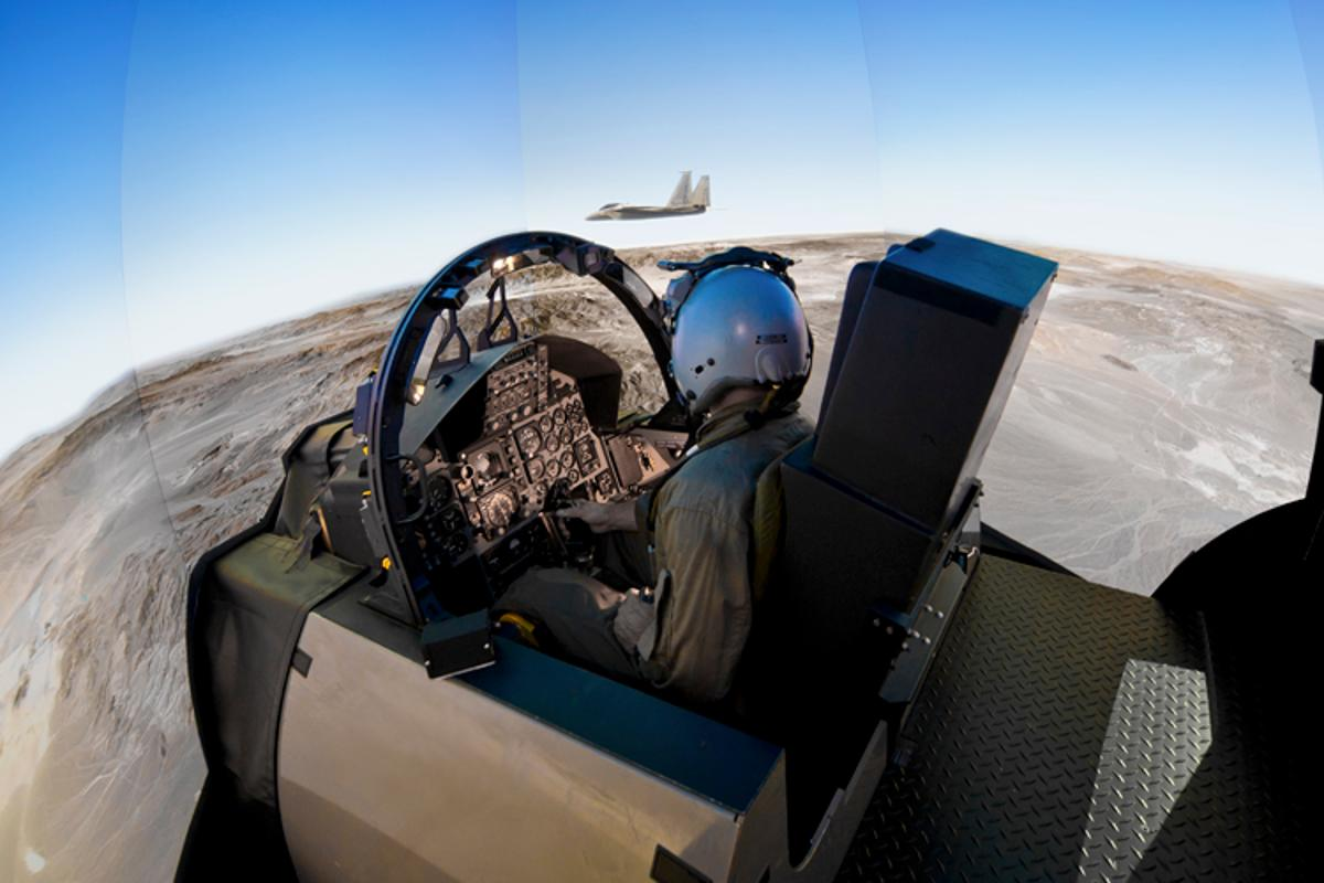 Boeing's CRVS with JVC's e-Shift technology provides a more immersive experience for pilots (Photo: Boeing)