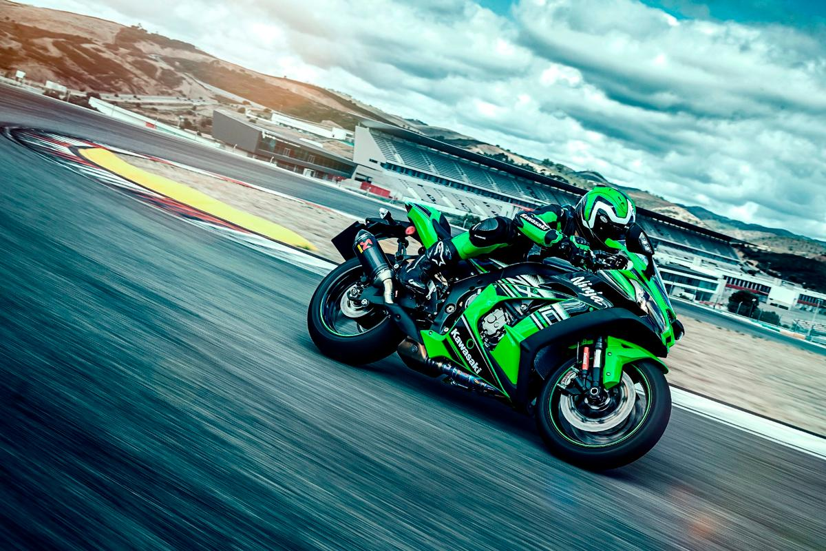The 2016 Kawasaki Ninja ZX-10R is as close as it gets to a racing-spec superbike