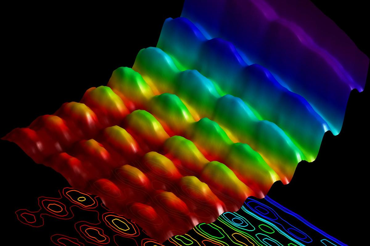 Light simultaneously showing both wave pattern and particle energy attributes (Photo: Fabrizio Carbone/EPFL)