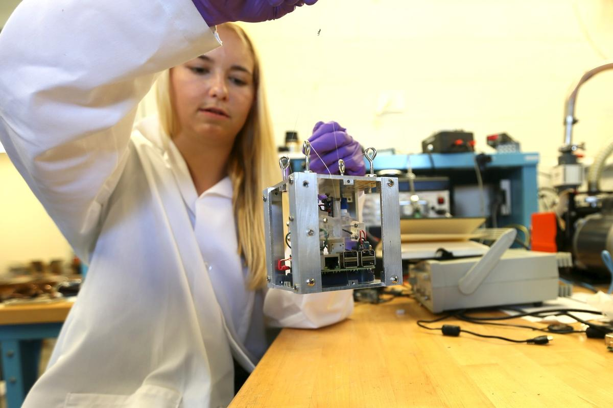 A team fromPurdue University has developed a propulsion system for CubeSats that canturnthe craft using jets of water