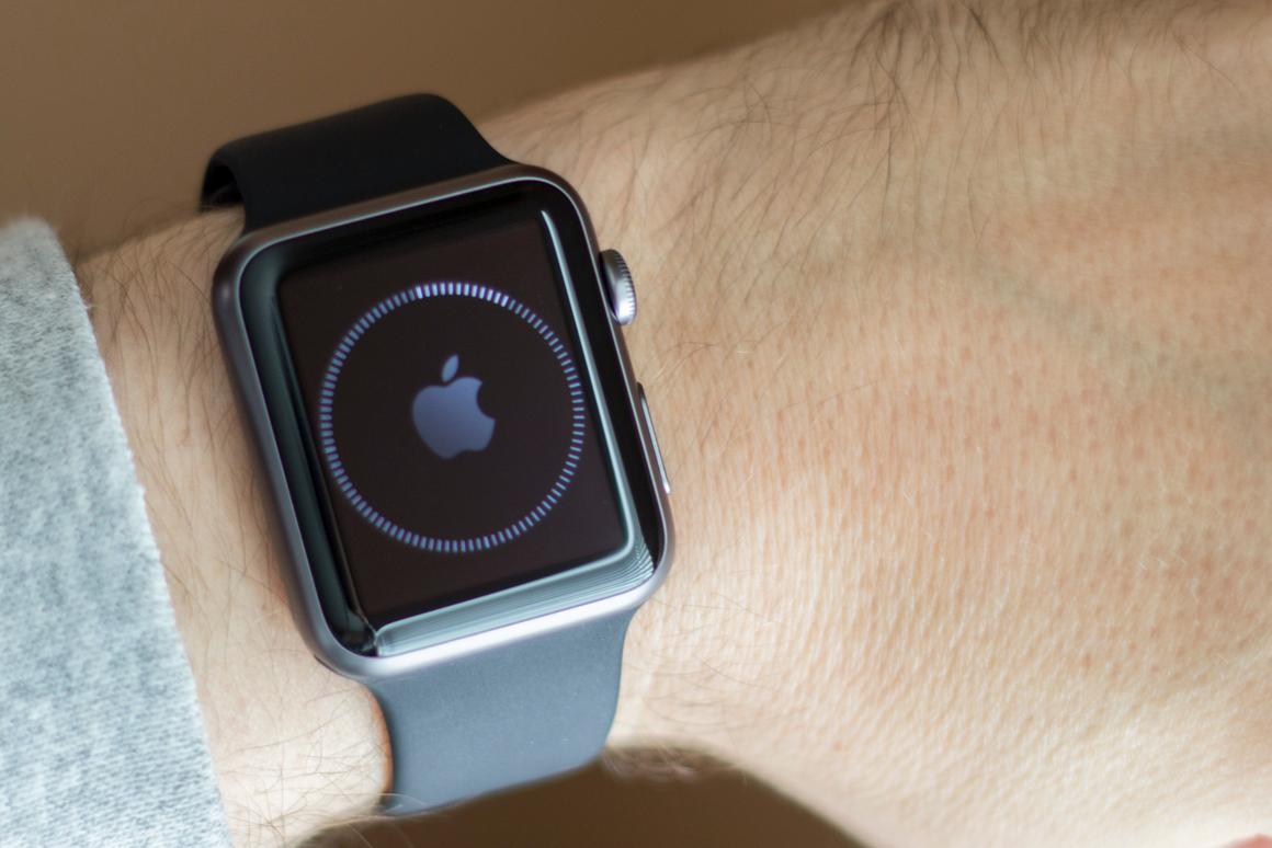 Gizmag takes a first look at the Apple Watch (Photo: Will Shanklin/Gizmag.com)