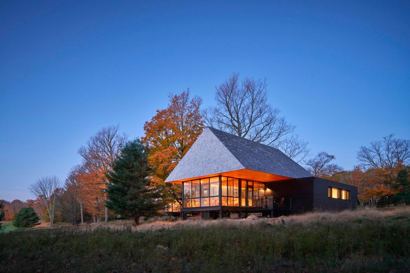 Bigwin Island Club Cabins was designed byMacKay-Lyons Sweetapple Architects