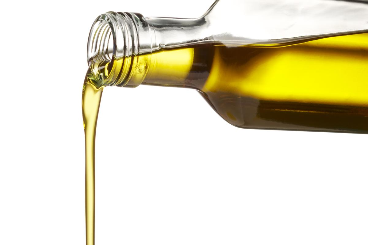 Olive oil counterfeiters may be thwarted by DNA particles, that are mixed into the liquid (Photo: Shutterstock)