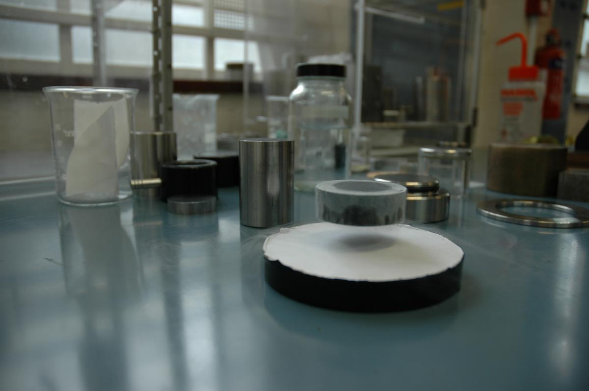 A new high-temperature superconductor can trap a record magnetic field of 17.6 Tesla, in an advance that could bring us closer to cheaper maglev and vacuum trains, better electric grids, and flywheel energy storage (Image: University of Cambridge)
