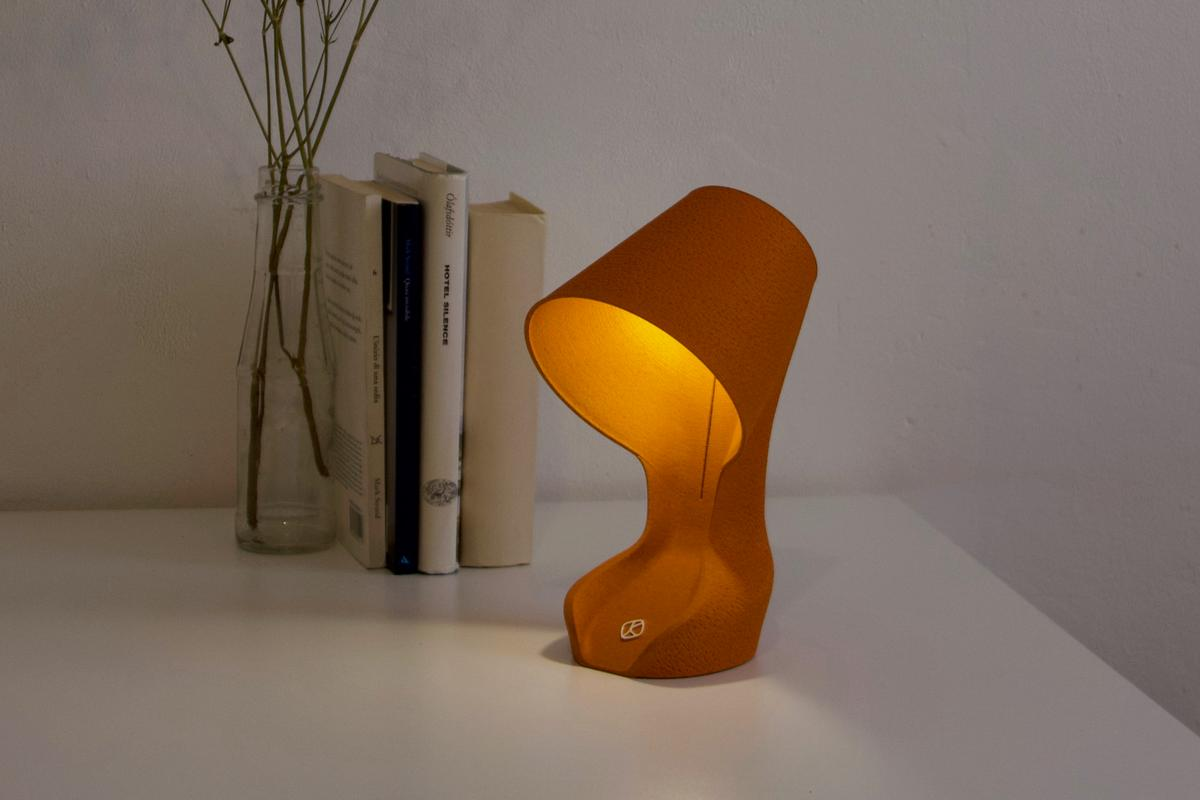 The Ohmie lamp is partially made of the peels of Sicilian oranges, also known as blood oranges