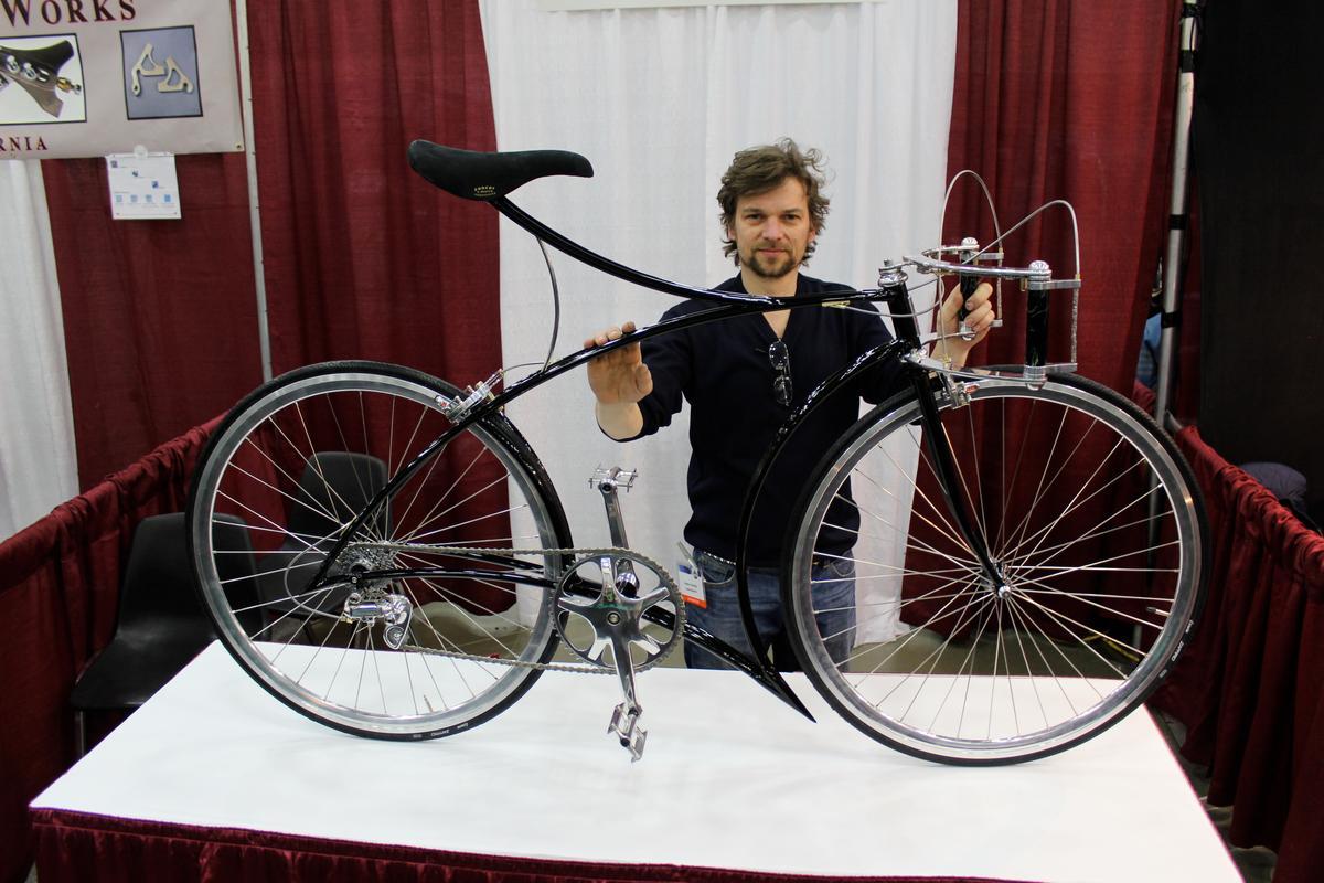 Cykelmageren's Rasmus Gjesing with his hard-to-miss bike at NAHBS in Louisville (Photo: Ben Coxworth/Gizmag)