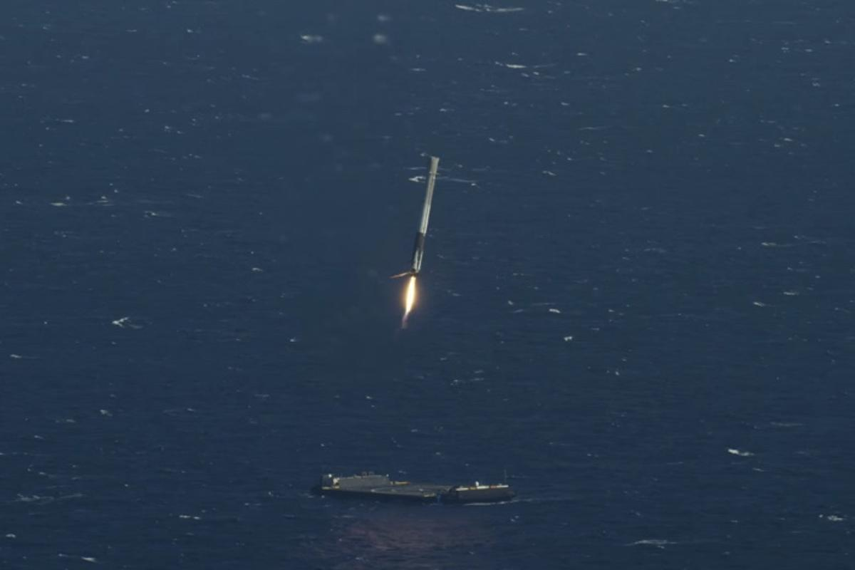 Falcon 9 makes its final approach