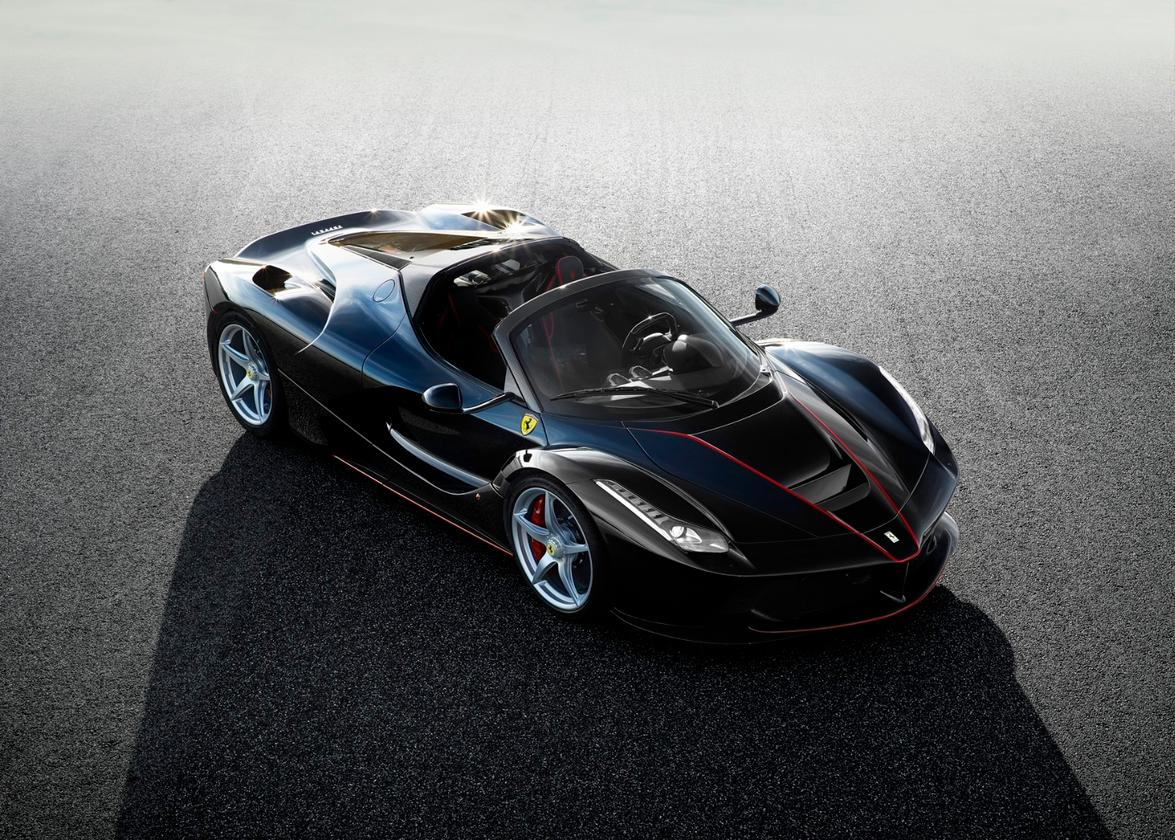 The convertible LaFerrari retains the 800-hp V12 engine and the 120-kW (161-hp) electric motor of the original version