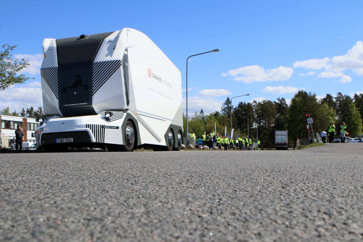 Einride's cabless, autonomous electric T-pod has started daily service at DBSchenker's facility in Sweden