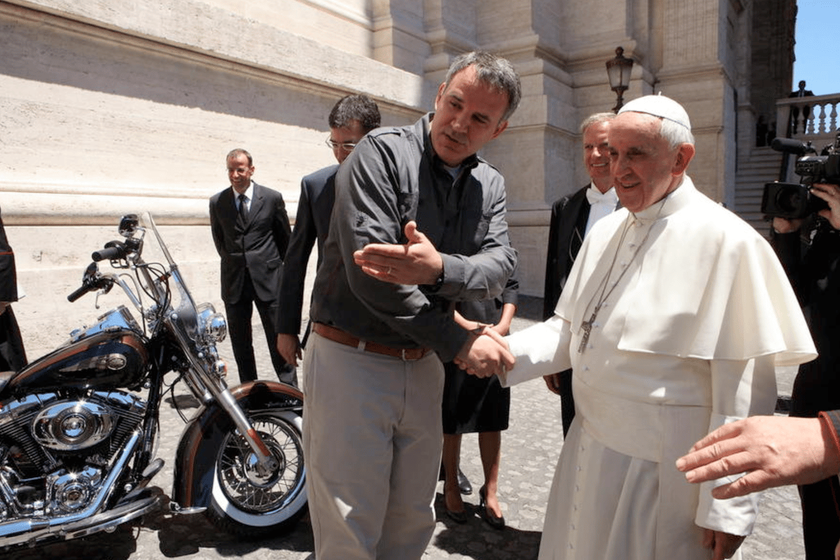The Harley-Davidson FLSTC 103 Heritage Softail Classic up for auction has been signed by one Pope, blessed by two and signed by Willie G. Last year a Harley-Davidson FXDC Dyna Super Glide Custom owned by Pope Francis sold for €241,500 (US$330,938) to become one of the 20 most valuable motorcycles ever sold at auction. Can this one raise more money for charity?