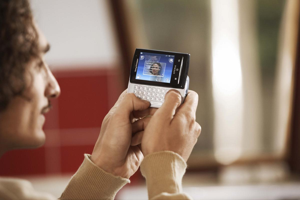 The Sony Ericsson Xperia X10 mini pro comes with a slide out QWERTY keyboard