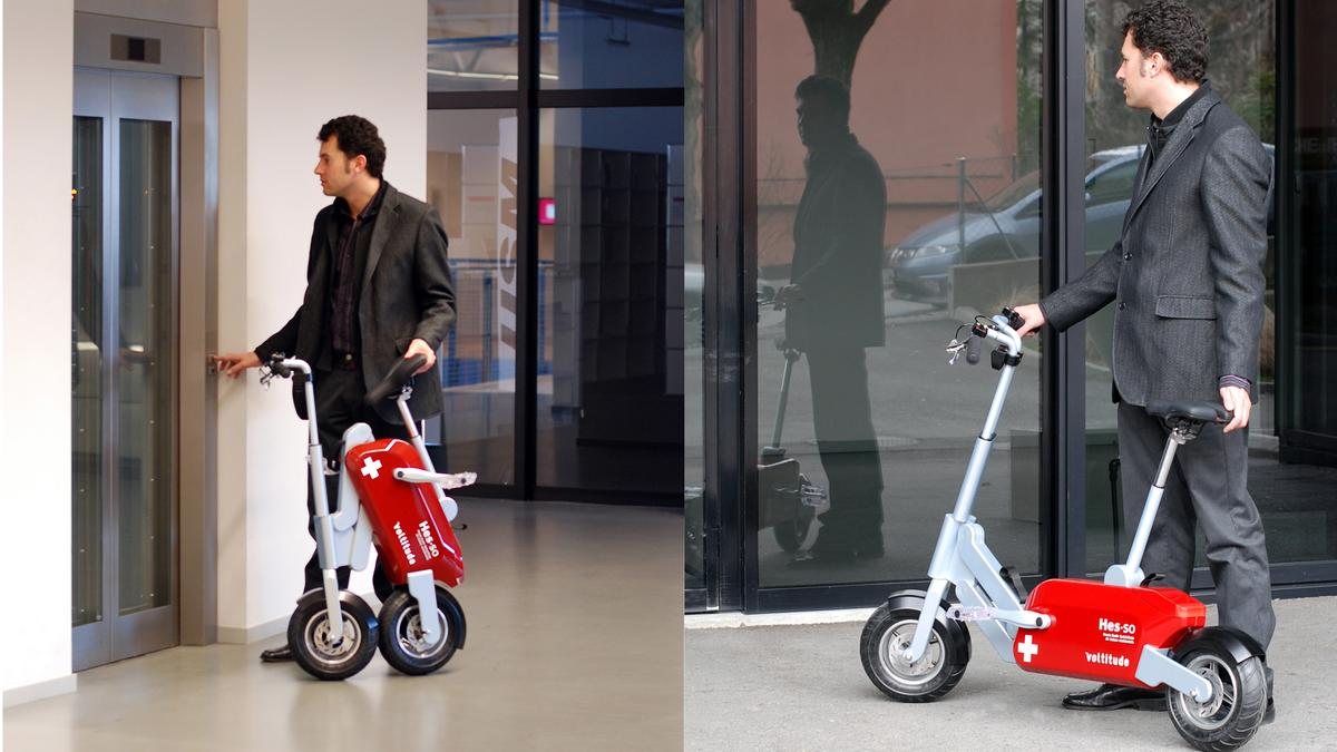 """Once folded, the Voltitude responds to a button on the handlebar enabling you to """"walk"""" it indoors"""