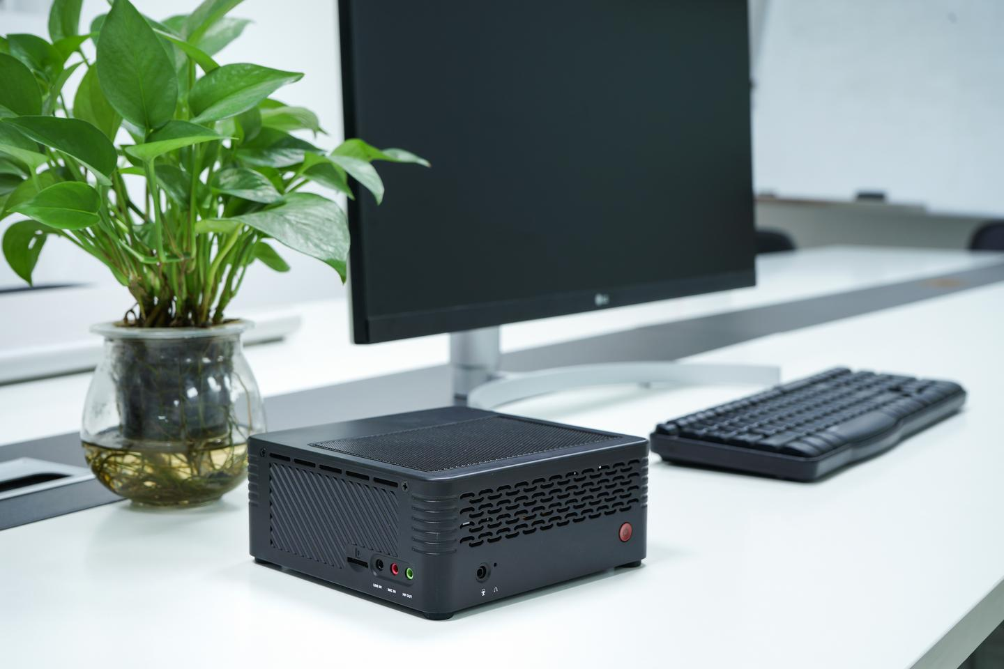 The Minisforum EliteMini H31G is a mini PC with a focus on gaming