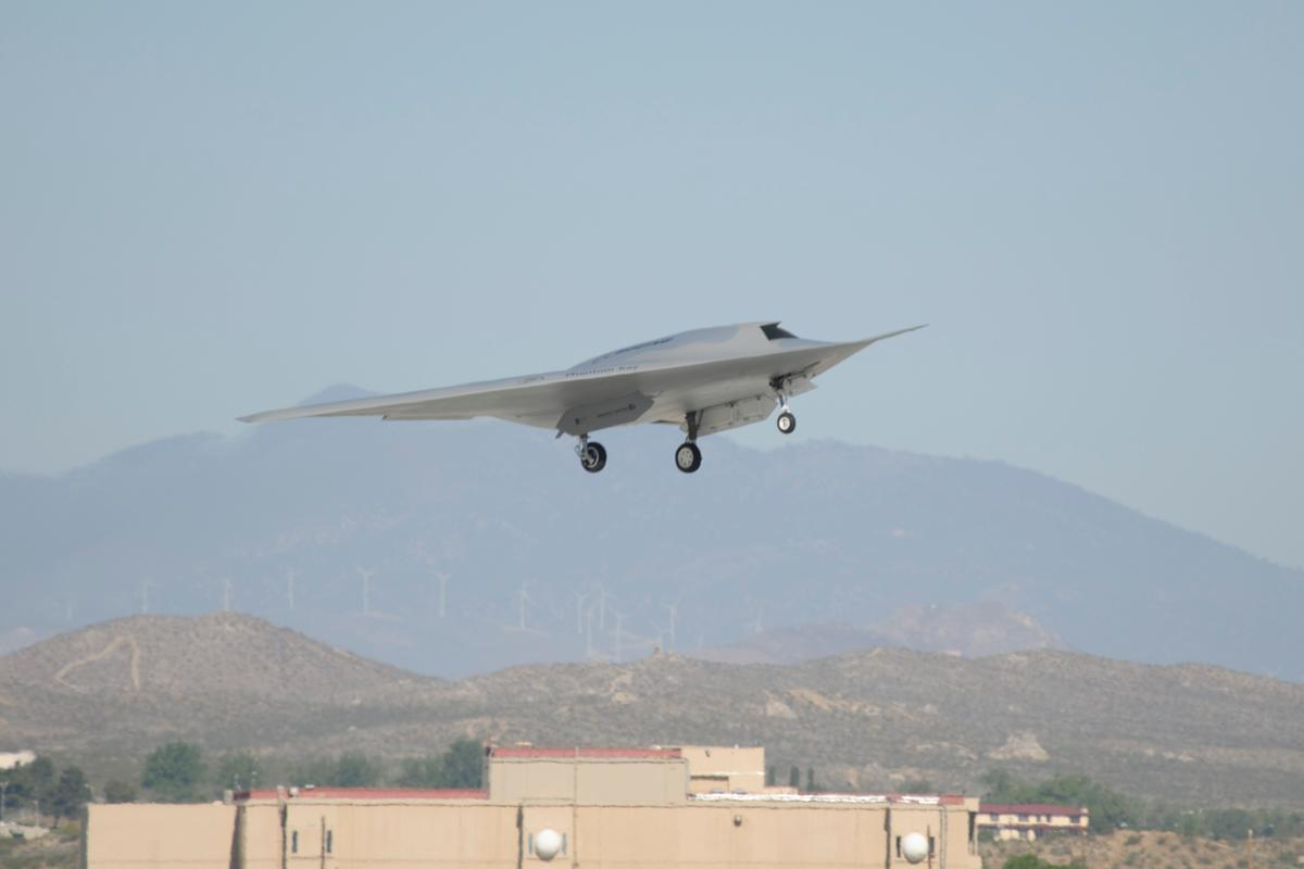 Boeing Phantom Ray UAS takes off on its maiden flight (Photo: Boeing)