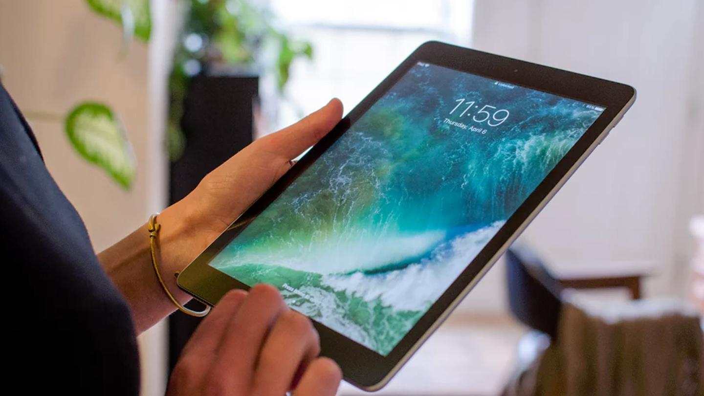 Thanks in part to the lowered price of the refreshedentry-level iPad, Apple maintains its lead of the global tablet market