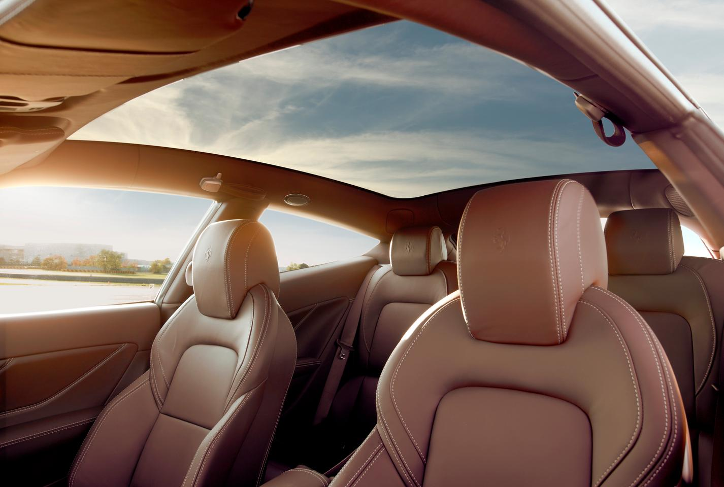 The new full-length panoramic roof in the Ferrari FF