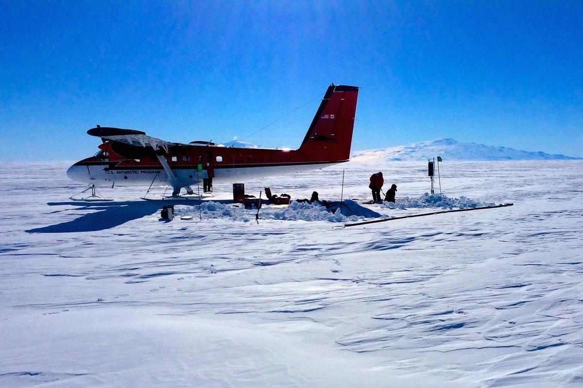 """Researchers have found that the Ross Ice Shelf in Antarctica is """"singing"""", which could help provide an early warning system for collapse"""