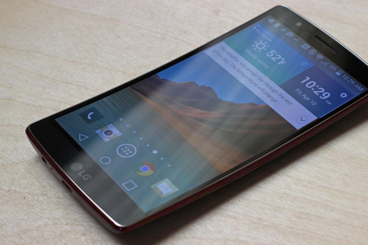 The LG G Flex 2 has a solid all-around set of specs with a curved (and slightly flexible) body and display (Photo: Will Shanklin/Gizmag.com)