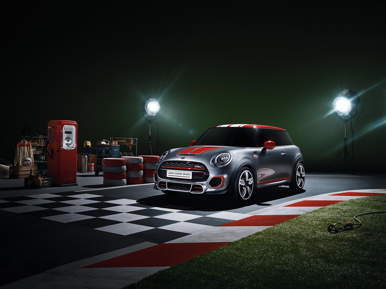 The Mini John Cooper Works concept ephasizes racing accents