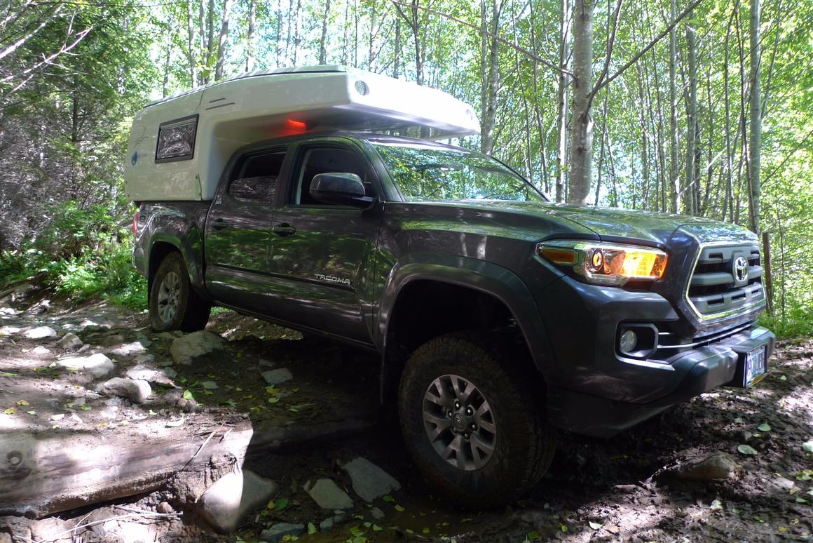EarthCruiser shrinks off-road expedition camping down to