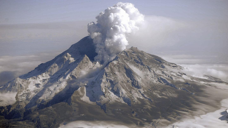 Mount Redoubt erupting in Alaska, in 2009