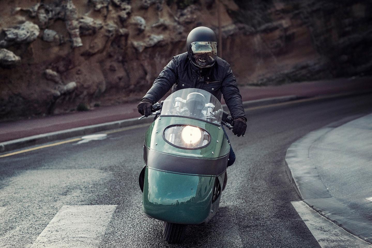 Vanguard Moto Guzzi V8: visor-style headlight cutout