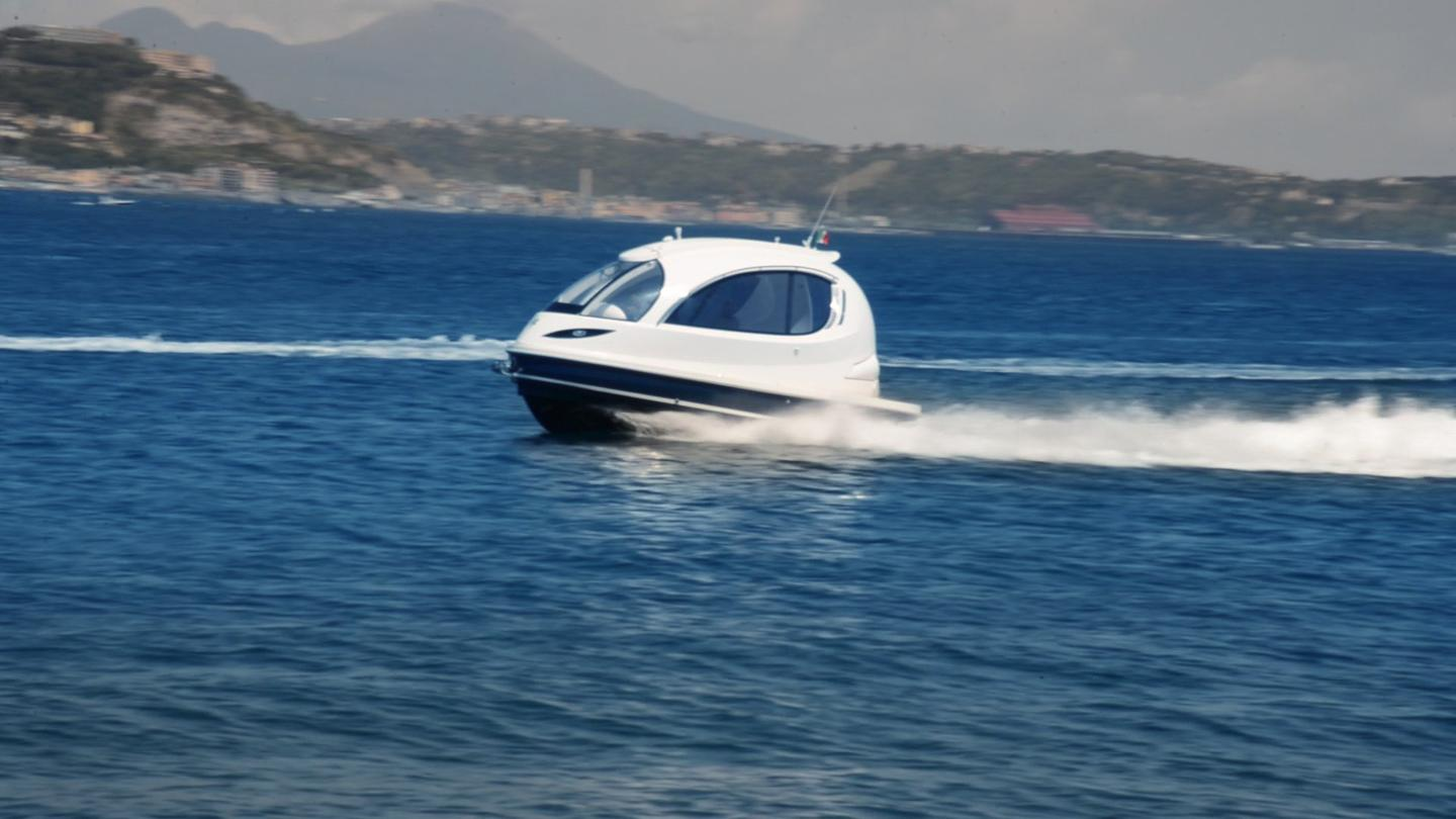 Jet Capsule is a compact water craft measuring 7.5 meters (24.6 ft) long and 3.5 meters (11.5ft) wide