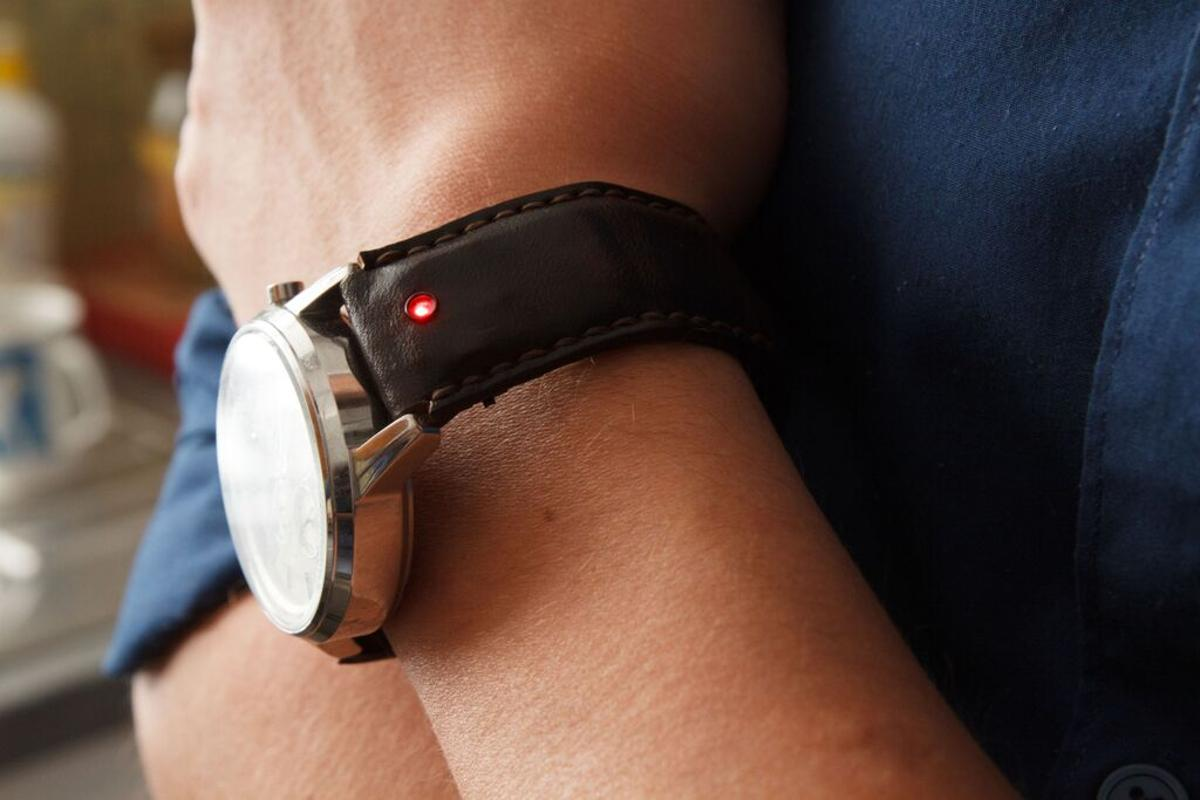 The Unique smart strap is designed to add smartphone-like features to your regular wristwatch without compromising in the looks or comfort department