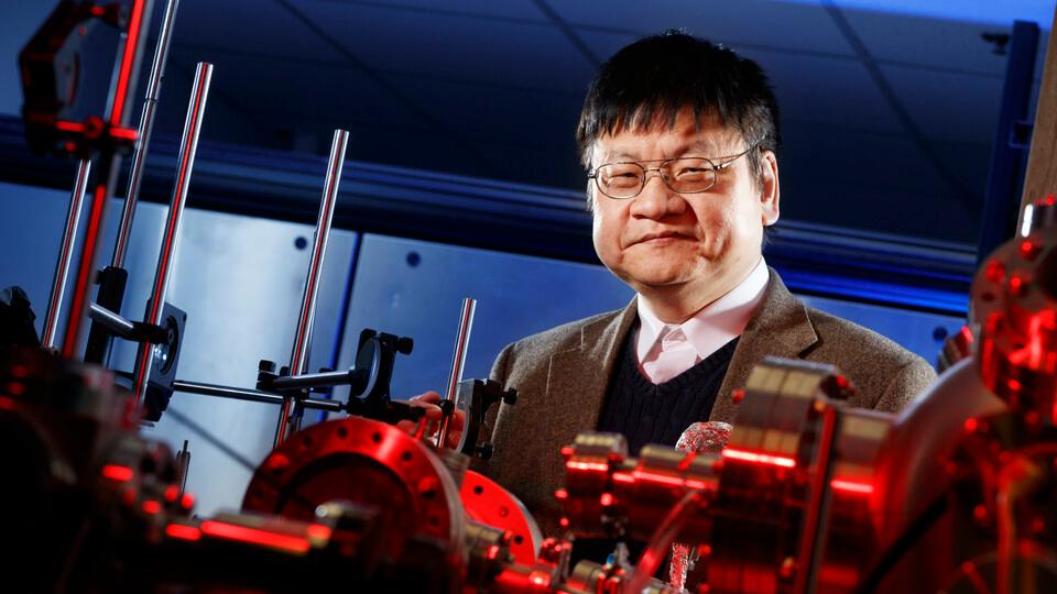 Yongfeng Lu led a team of researchers in developing more heat-resistant carbon fibers