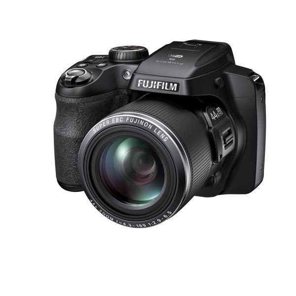 The Fujifilm FinePix S8400W has a 1/2.3inch (6.17 x 4.55 mm) 16-megapixel CMOS sensor