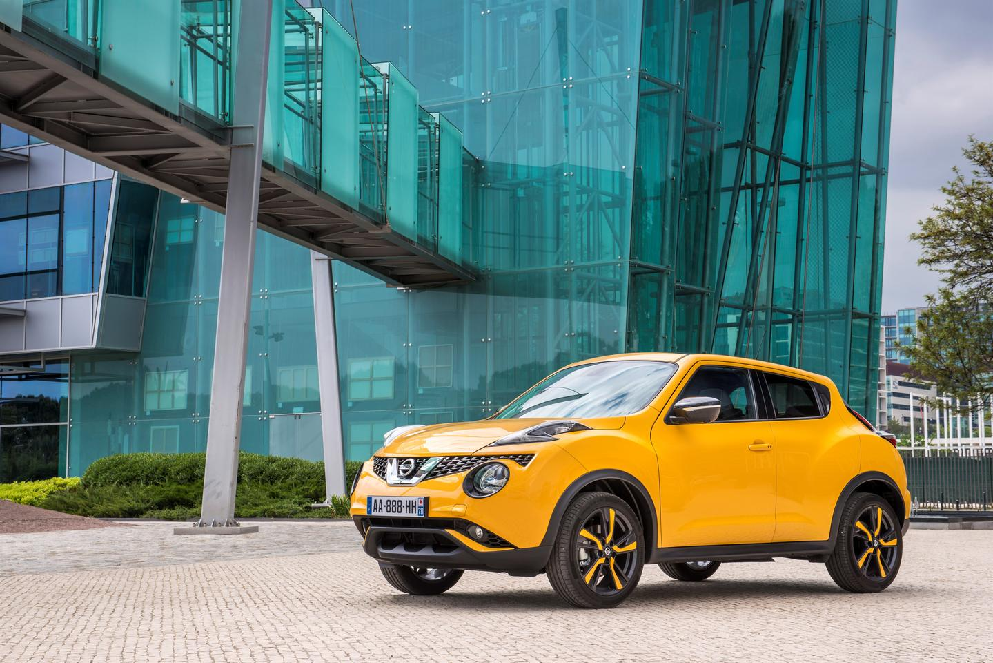 For 2015, the Juke's upper fender lights have taken design influences from the 370Z, Murano and Qashqai