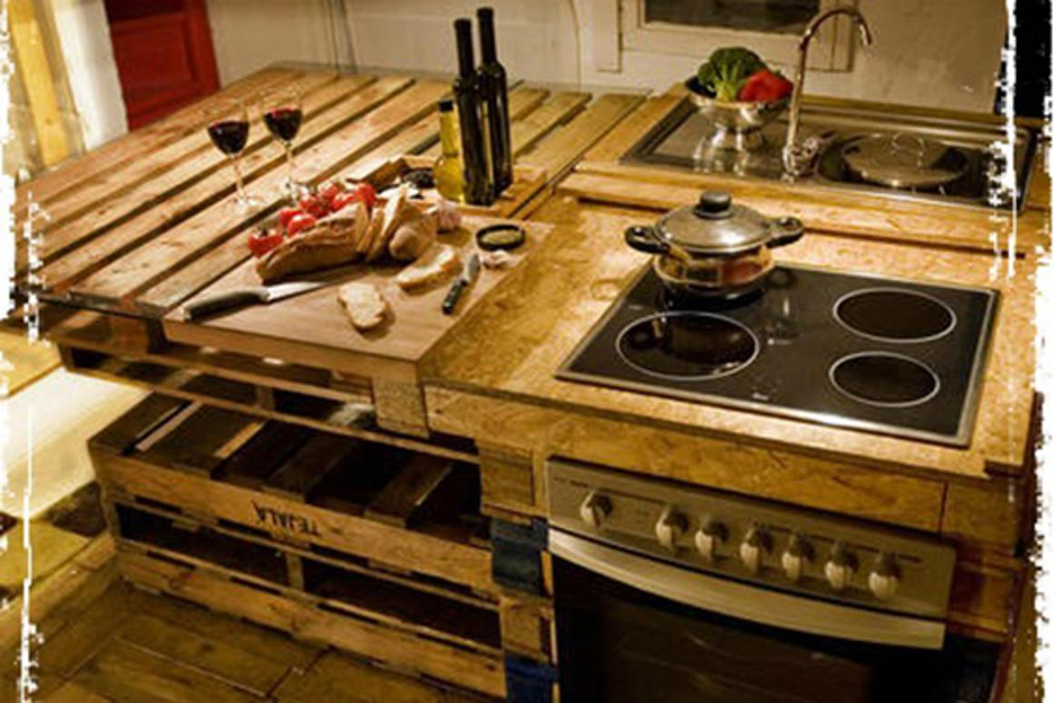 The Paletina is a kitchen island built using reclaimed pallets and other materials found on the streets of Barcelona