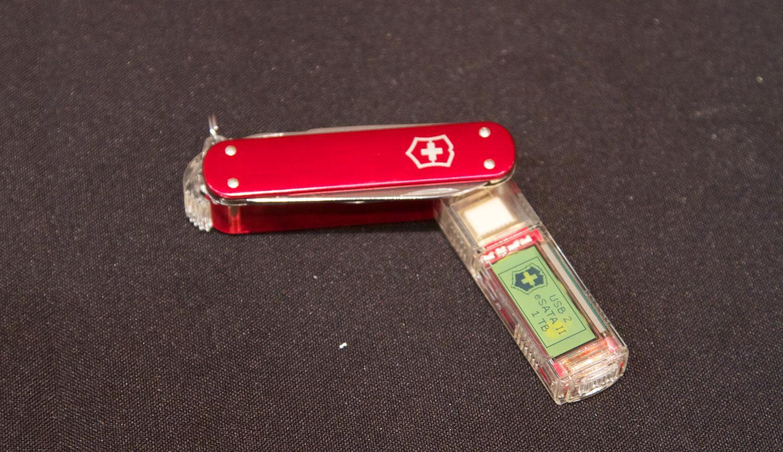 Victorinox 1 TB SSD flash drive/pocket-knife combo