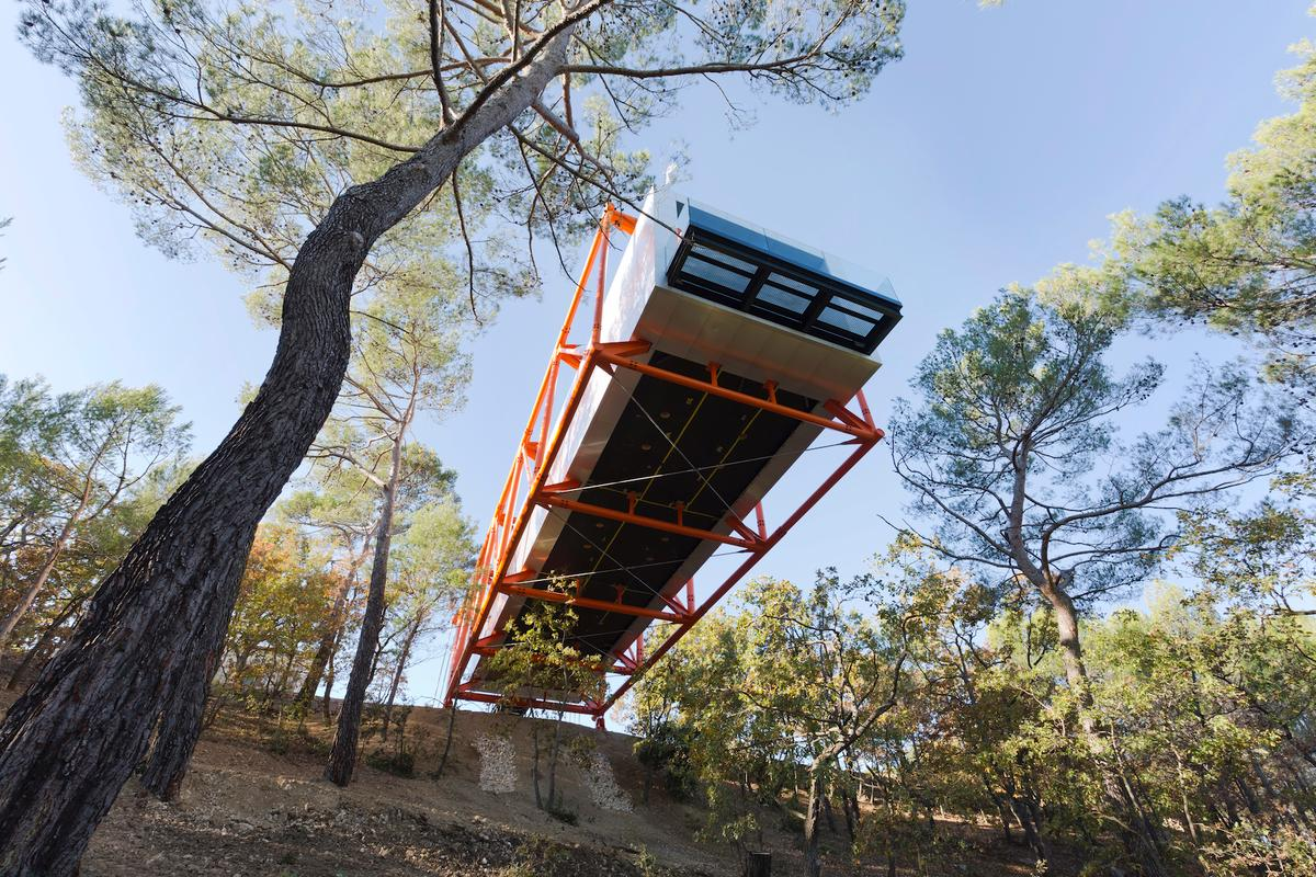 The Richard Rogers' Drawing Gallery is raised at a maximum height of 18 m (60 ft) above the forest floor