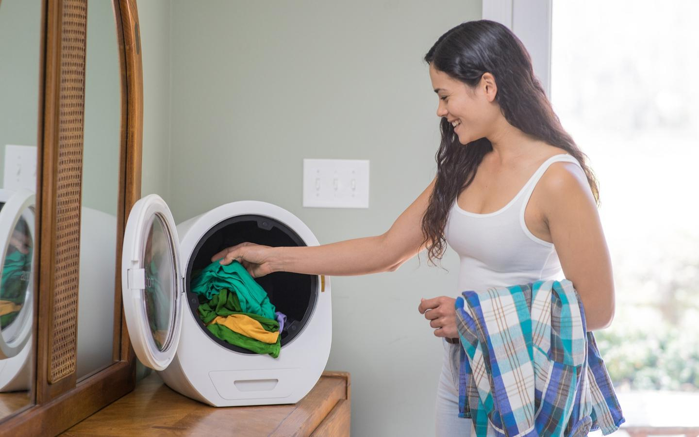 The Morus Zero is capable of drying up to 3.3 lb (1.5 kg) worth of clothes at one time