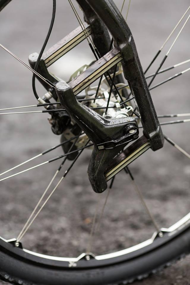 The Lauf fork has no moving parts, requires no maintenance, and weighs just 980 grams