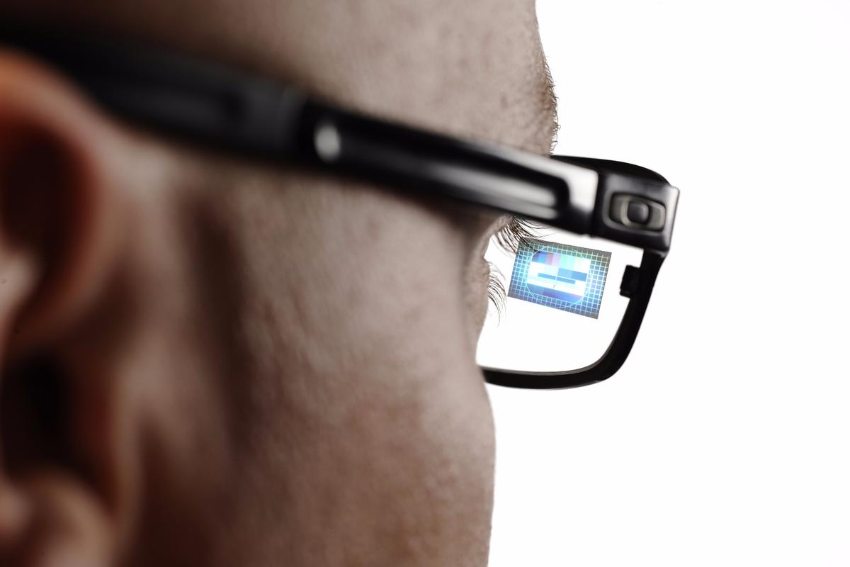 A new display technology can embed smartglass displays directly inside the lenses, resulting in much more streamlined look that won't attract nearly as many stares as current-generation smart glasses