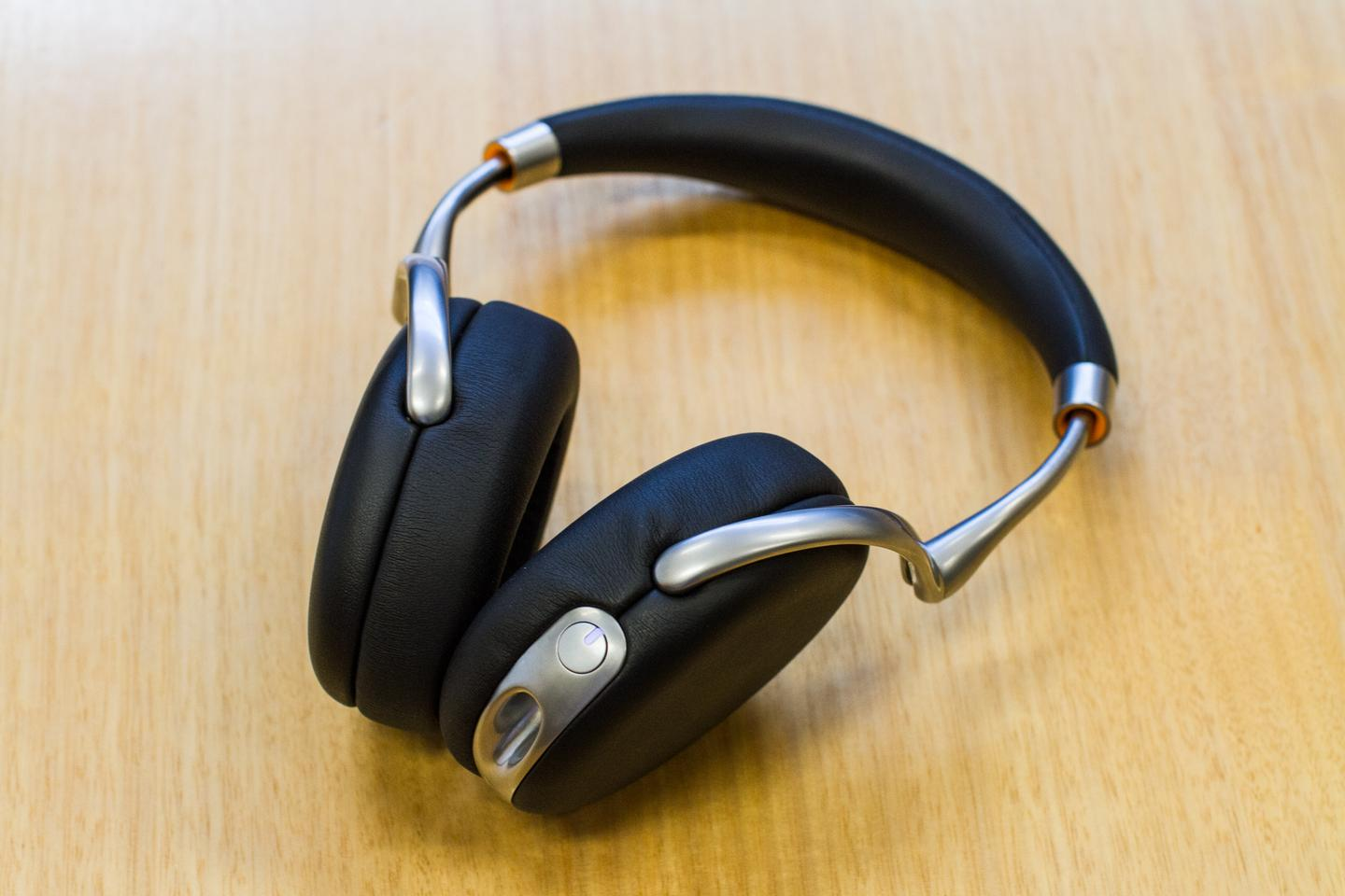 If we were to judge the noise-cancelling ability of the Zik 2.0s by the amount of times our Editor has called me into his office only to be completely ignored, then they'd be getting top marks (Photo: Nick Lavars/Gizmag.com)