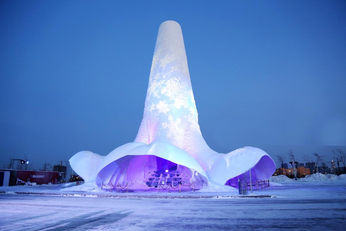 The team of students and professors involved in the Flamenco Ice Towerhail from Eindhoven University of Technology and Summa College in the Netherlands, andthe Harbin Institute of Technology, China