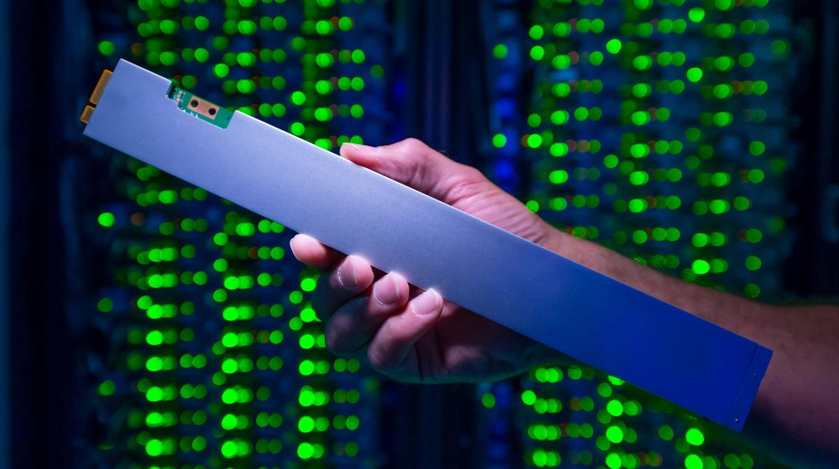 """Intel has unveiled the P4500, the world's densest SSD that crams 32 TB into a 12-inch""""ruler"""" form factor"""